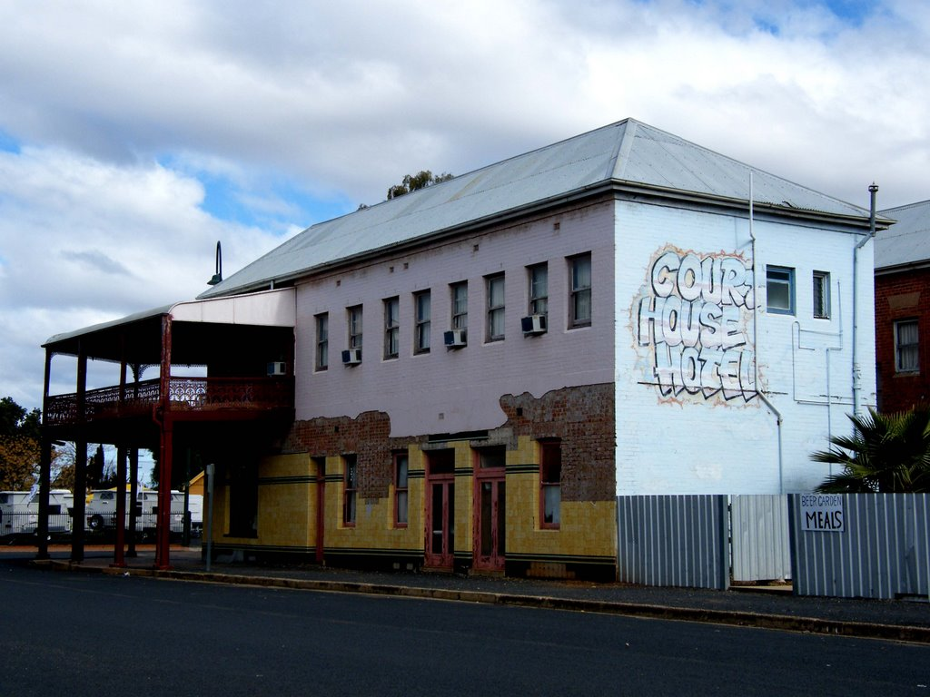 Courthouse Hotel - Narromine, NSW