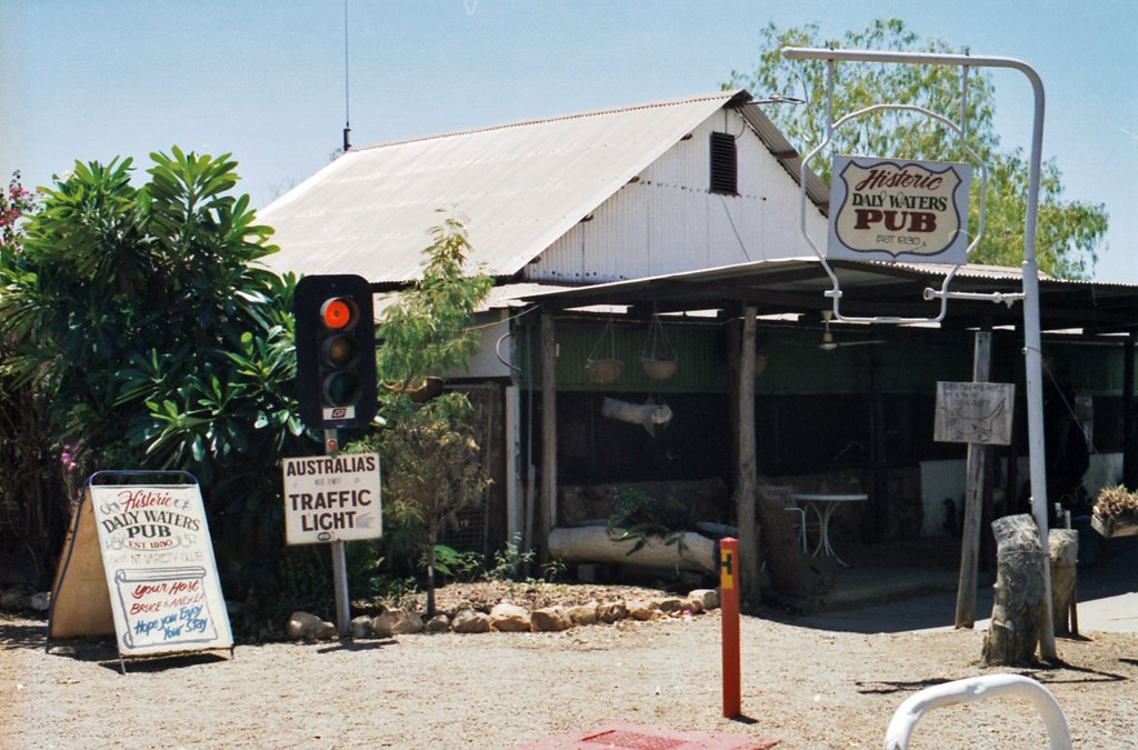 Daly Waters Pub, Australias most remote traffic light