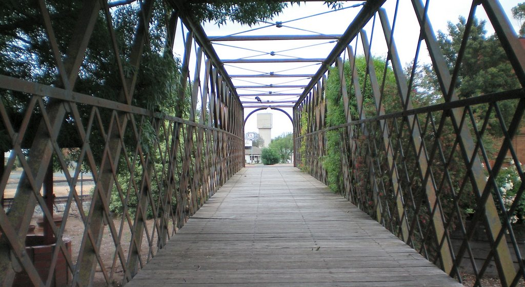 Old Foot Bridge, Elmore