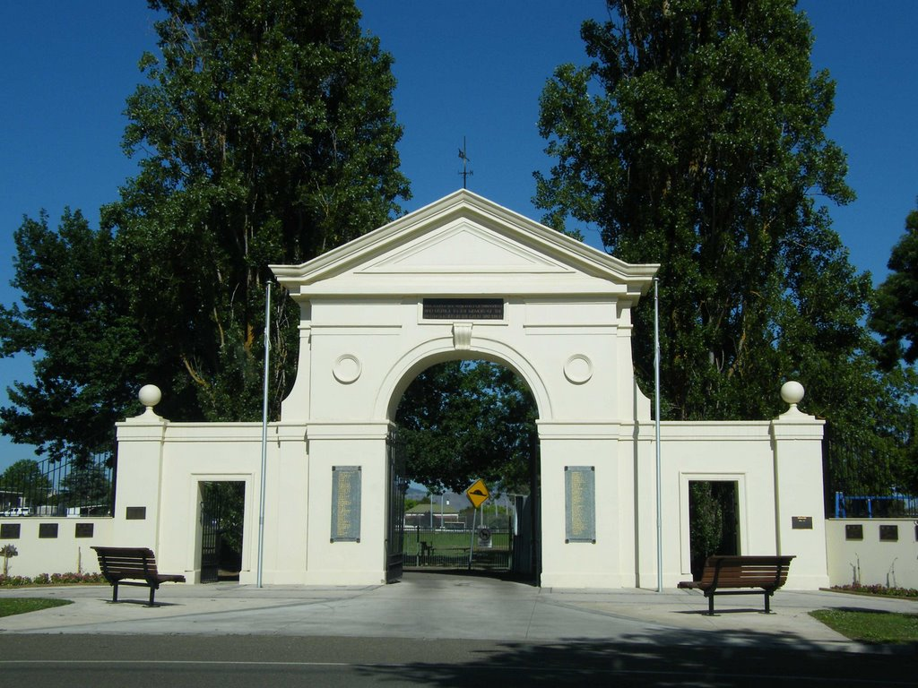Mansfield Oval Gates - Mansfield
