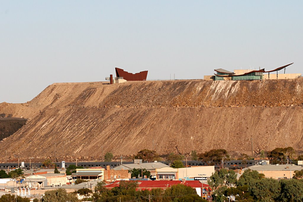 Broken Hill: Town with the Miners Memorial and Tourist Centre on mullock  heap