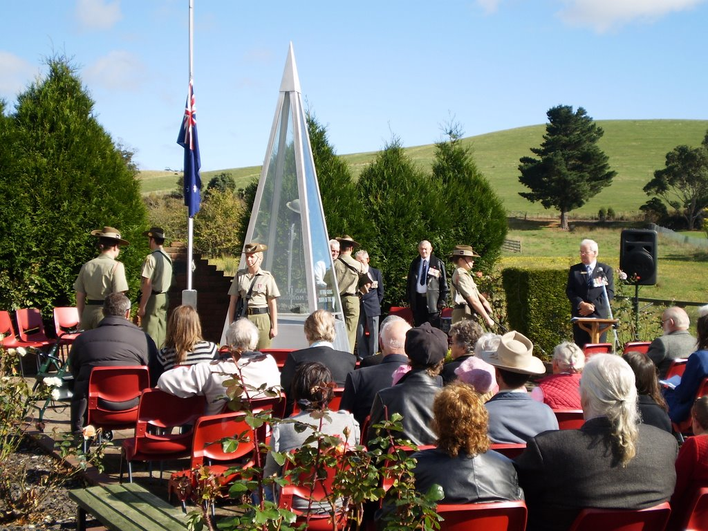Lilydale Cenotaph - Anzac Day 2009