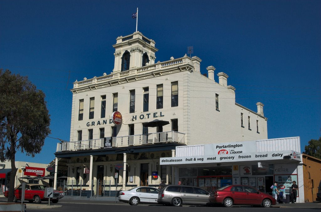 Grand Hotel, Newcombe Street, Portarlington