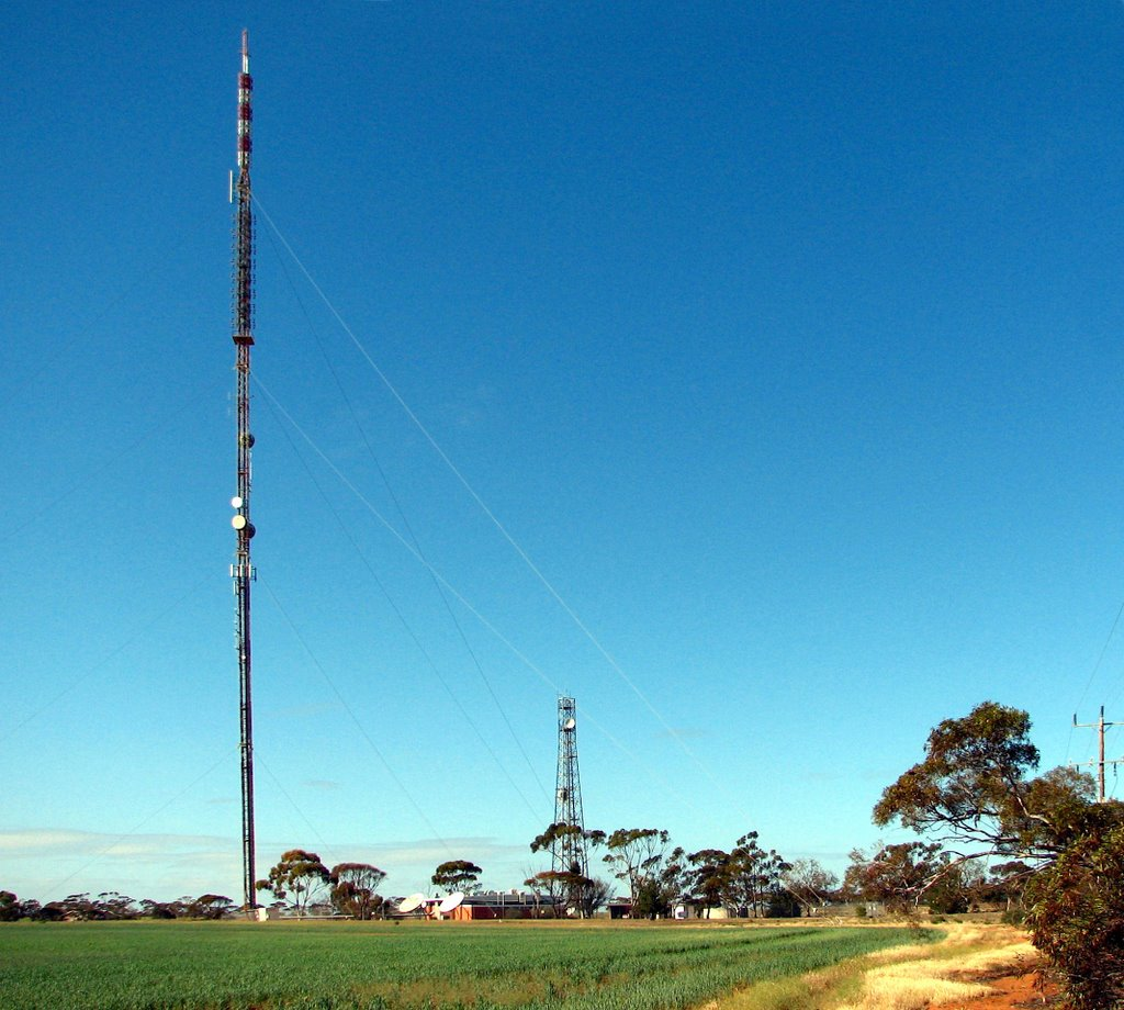 Broadcast Australia transmitter (2009). Win (9), Ten (10), Prime (7), ABC TV and radio plus SBS TV are transmitted from this 167-metre guyed mast