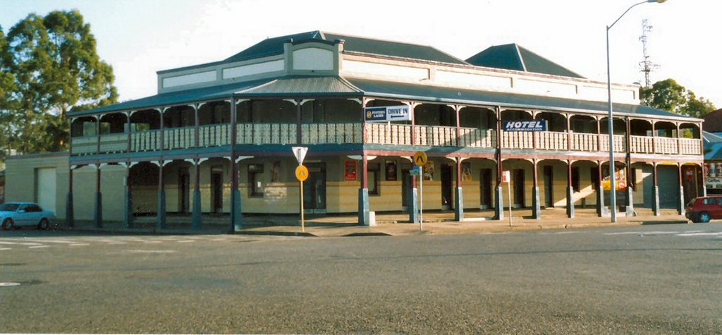 West Kempsey old style  hotel o=k