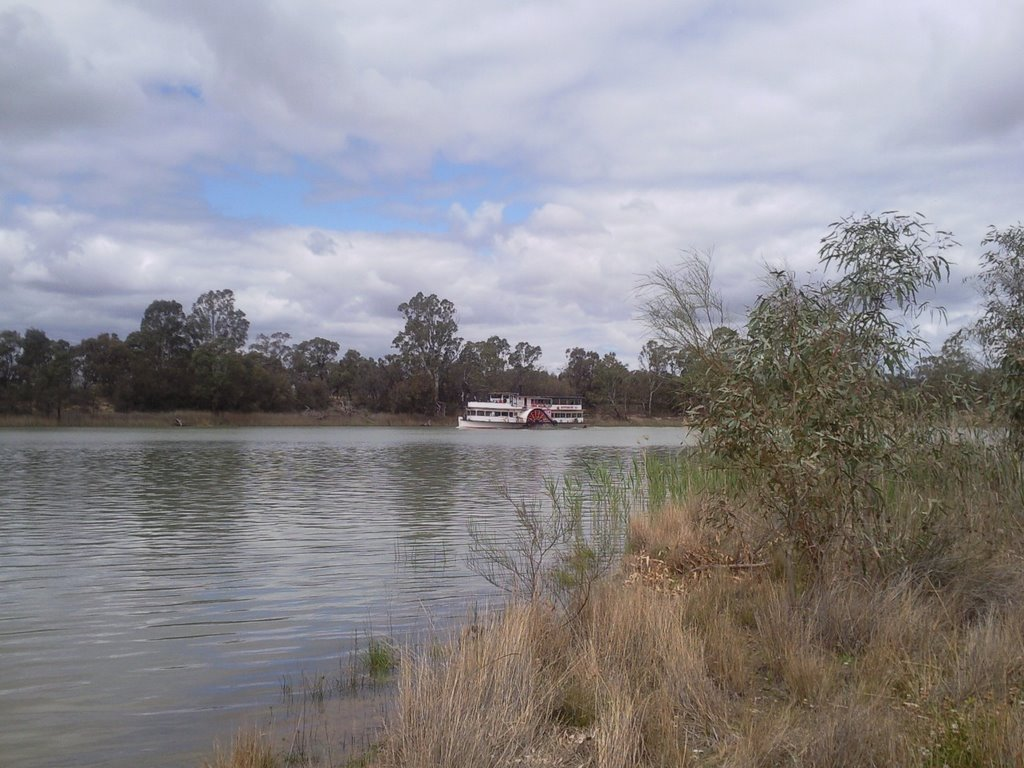 Paddlesteamer on the Murray near Mildura.