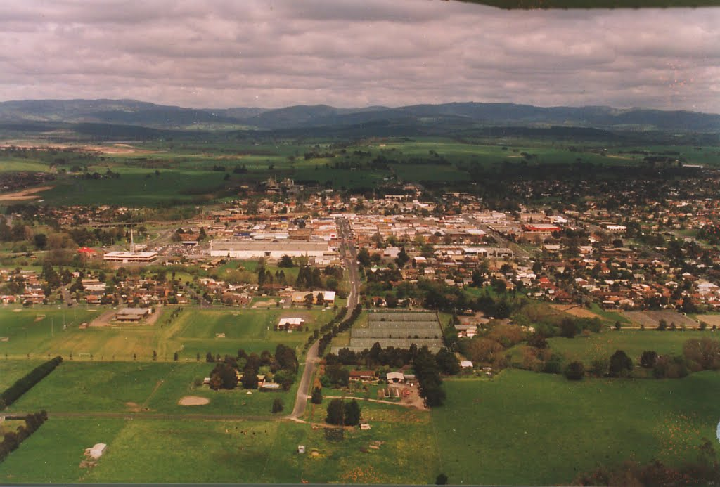 Traralgon looking south down Franklin St_1990