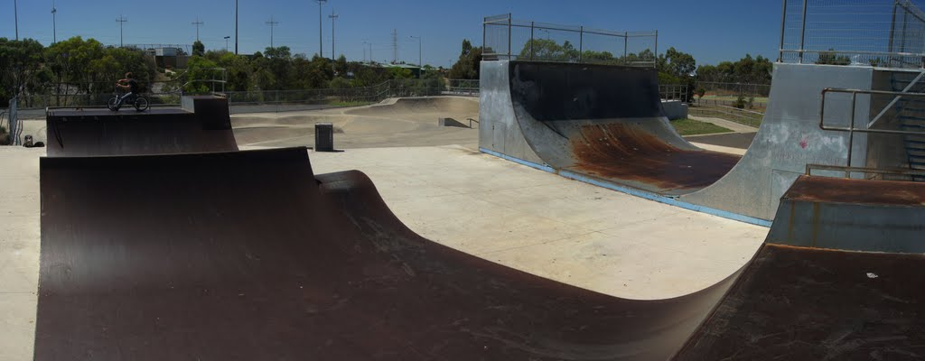 Waurn Ponds Skate Park (2010) - an 8 set with rail and ledge, comp grade half pipe, double mini-vert with spine and roller, plenty of rails and ledges, funboxes