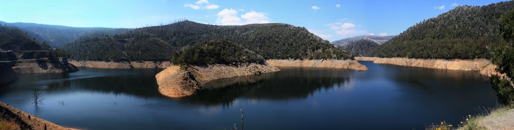 Tumut Pond Reservoir March 2010