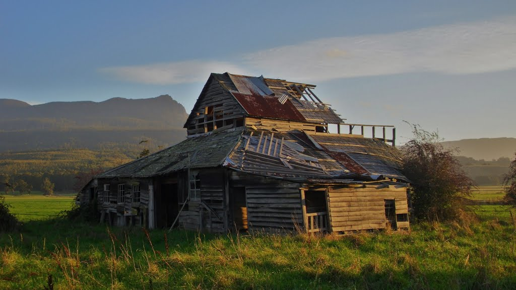 Abandoned shed, Mersey Vally Tasmania