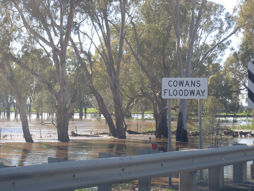 Cowans Floodway - Broken River floods - Sept 2010