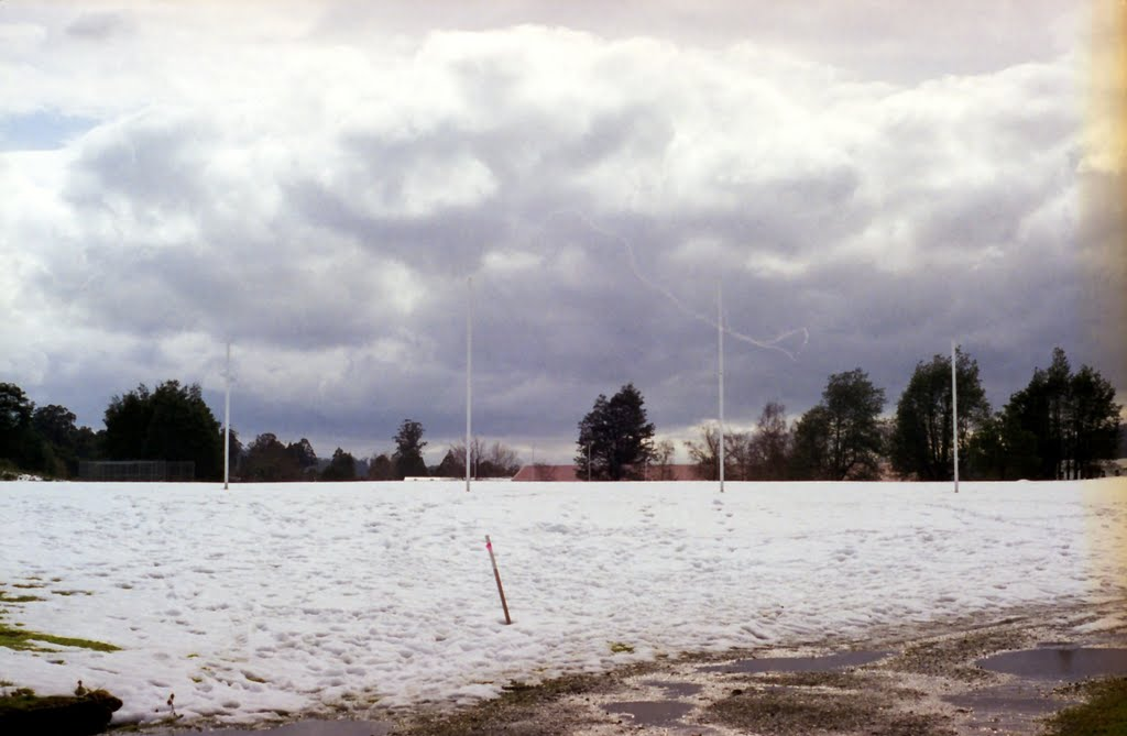 Aussie rules iceball