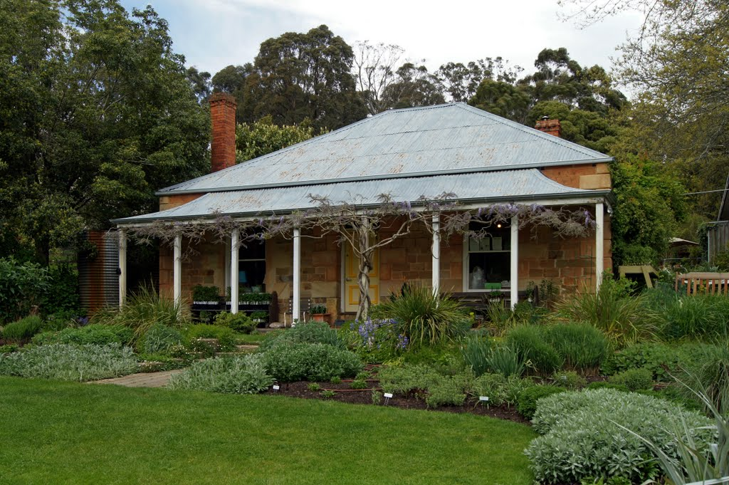 Garden of St Erth Homestead (2010). Built by Matthew Rogers in the 1860s, at the former mining settlement of Simmons Reef, and named after his birthplace in Cornwall