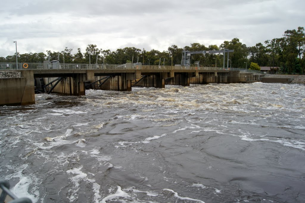 Torrumbarry Weir comprises 6 radial gates that can be lifted using large hydraulic rams. Each gate is 11 m wide by 6 m high, and weighs approximately 25 tonnes