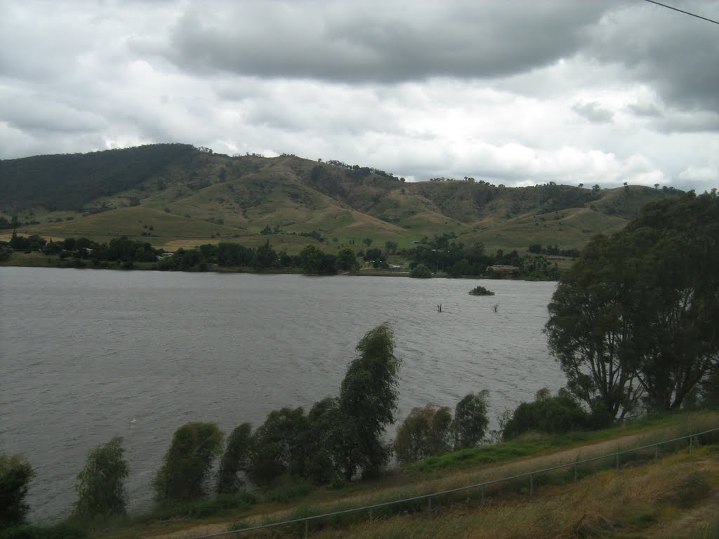 Lake Hume from near Old Tallangatta, Vic