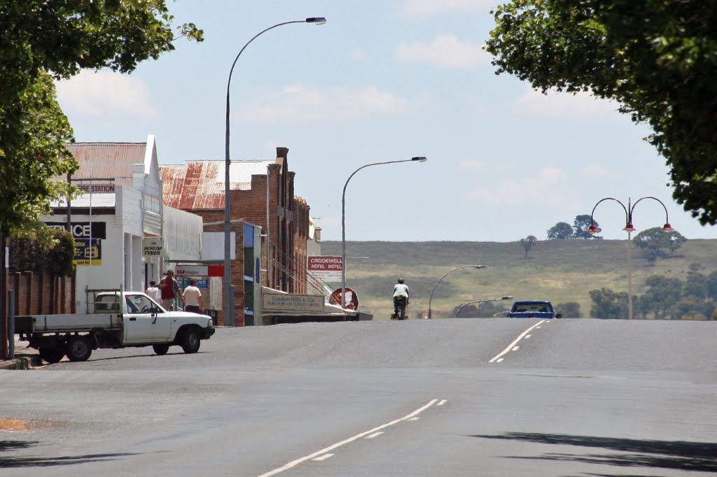 Goulburn street Crookwell - looking west