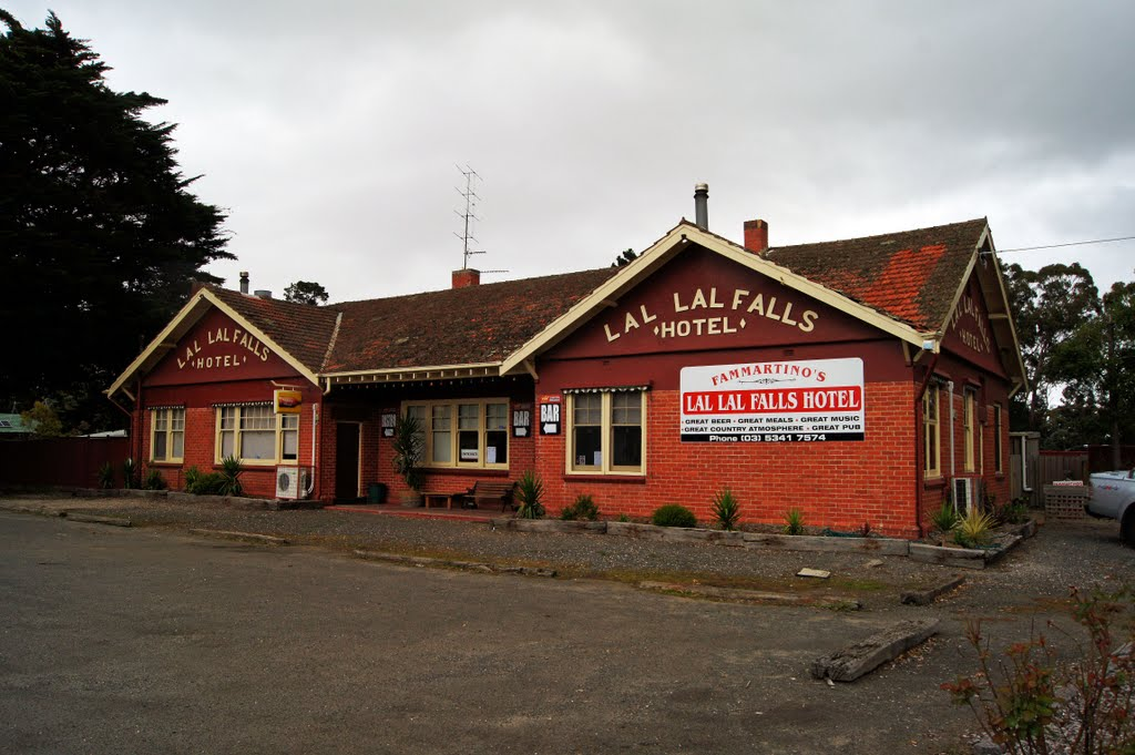 Lal Lal Falls Hotel (2011). This replaced what was known as the Railway Hotel, which was destroyed by fire in 1923