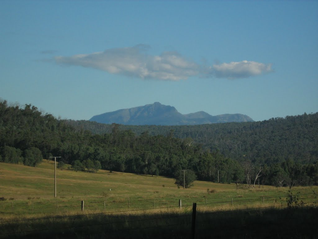 Mountains in distance from near Cheshunt, Vic