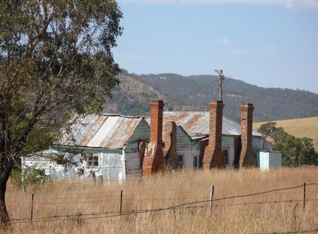 Old House with Four Chimneys - Tarana