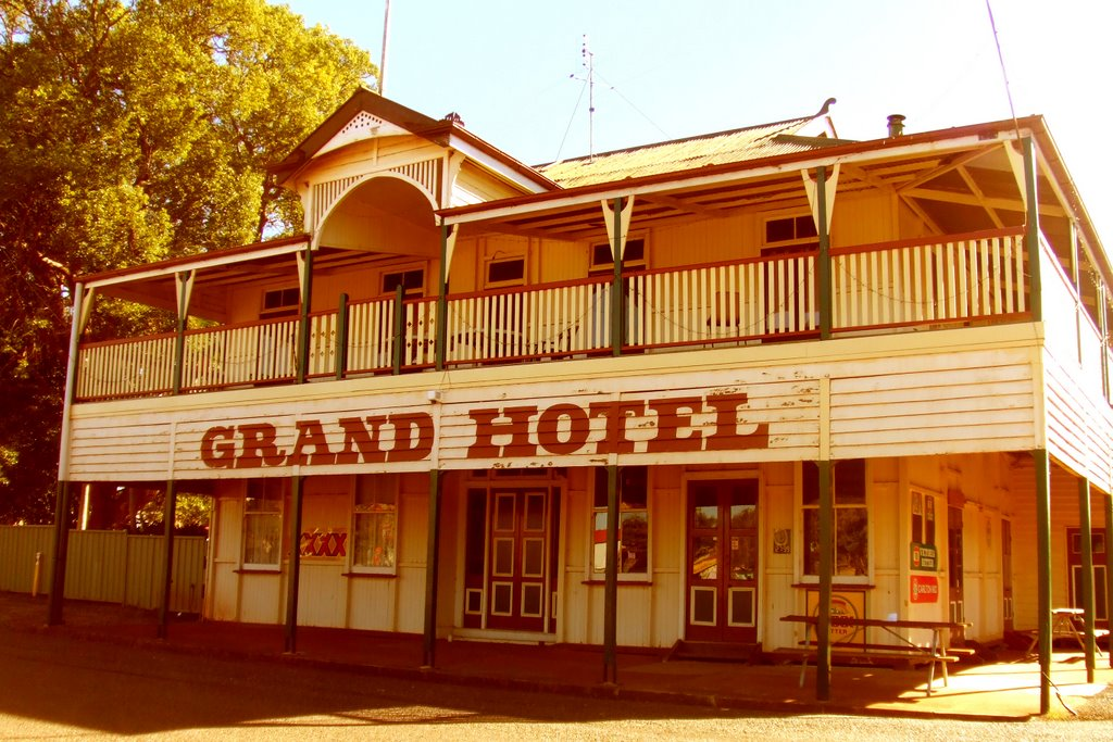 Grand Hotel - Wooroolin, Qld