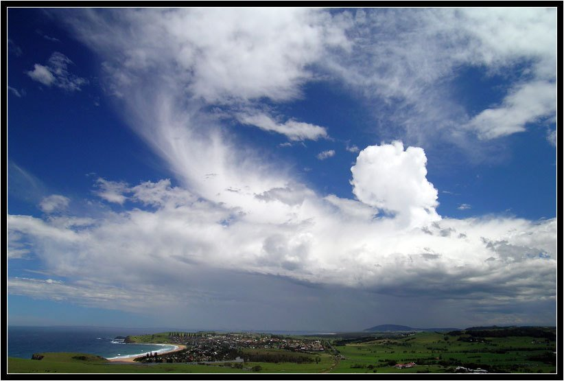 Looking south to Gerringong, from Mount Pleasant   www.ozthunder.com