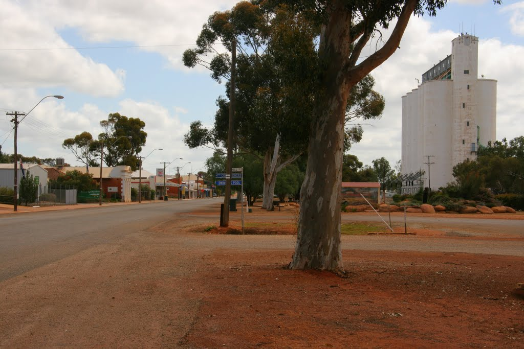 Railway Road and grain silo, Three Springs