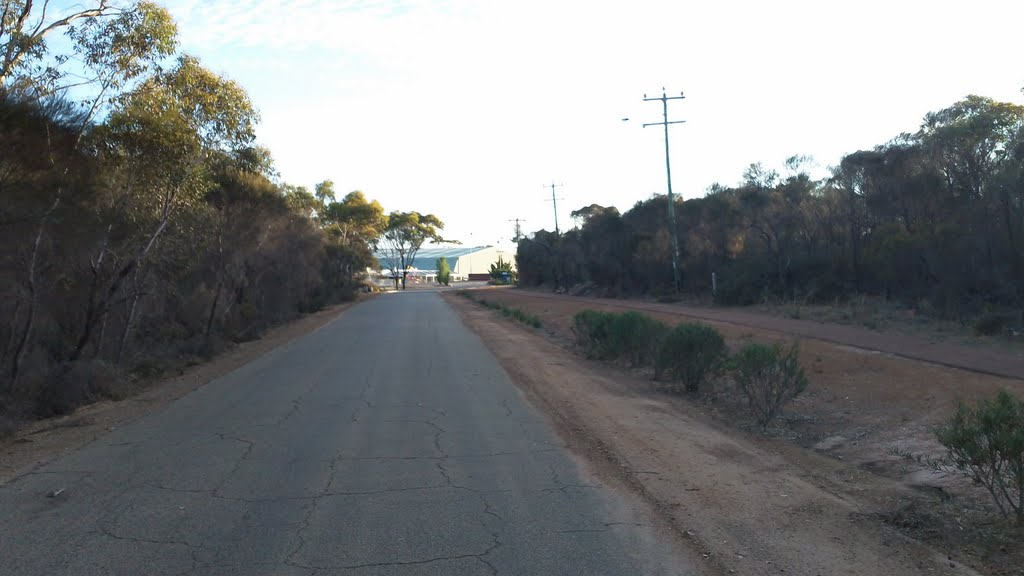 Road to Shire of Jerramungup Entertainment Centre & Sport Oval