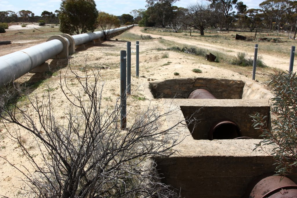 Original and New Water Pipe to Kalgoorlie/Boulder