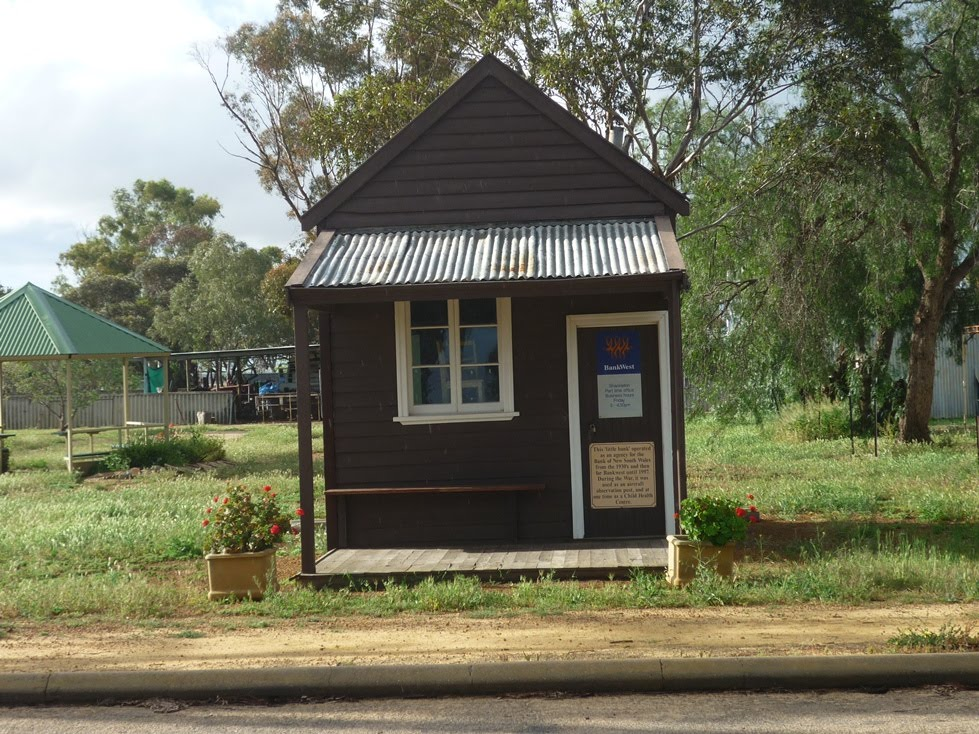 The Littlest Bank Building In Western Australia-Shackleton September 2011