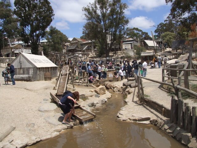 0315 Ballarat, Sovereign Hill, washing gold