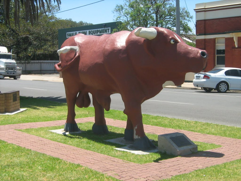 """Big Red"" Bull statue in main street of Birchip, Vic"