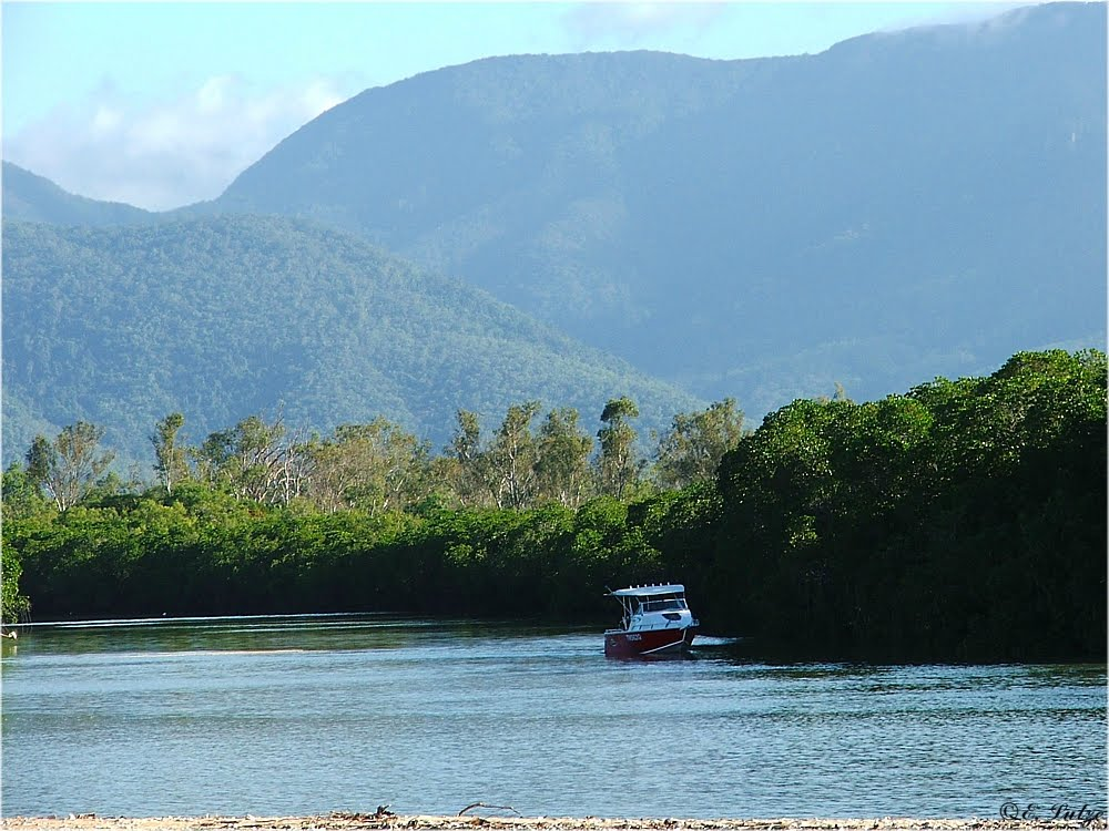 Balgal Beach Inlet *** Queensland