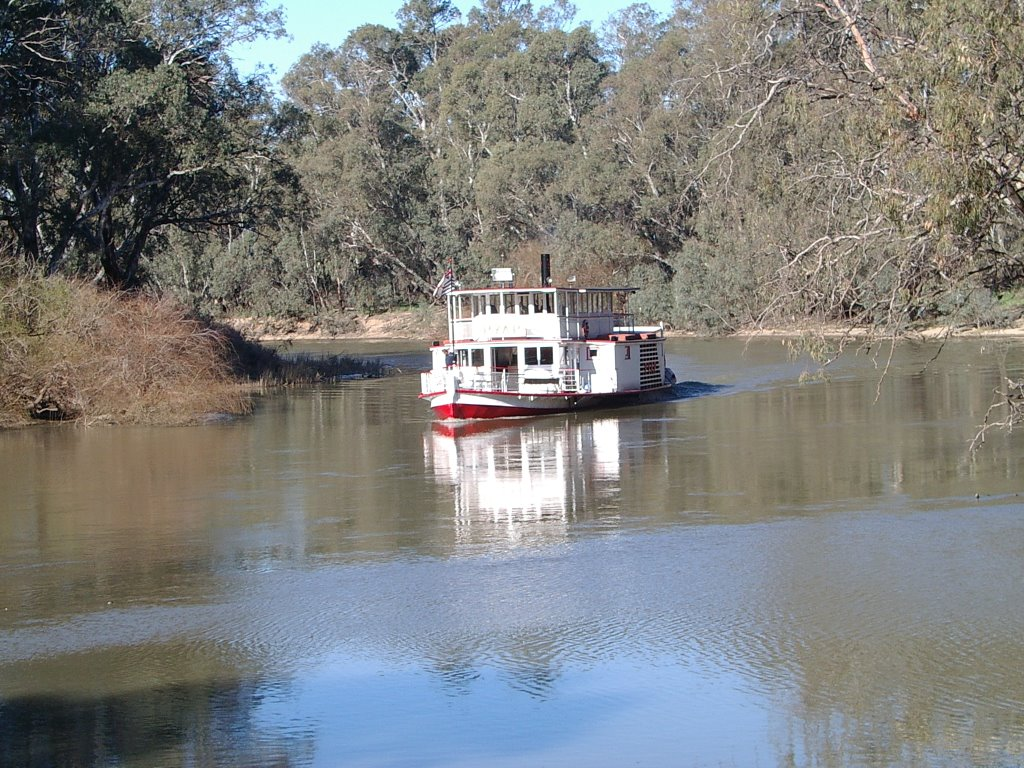"Paddlewheel Steamer ""PYAP"" on the Murray River at Swan Hill"