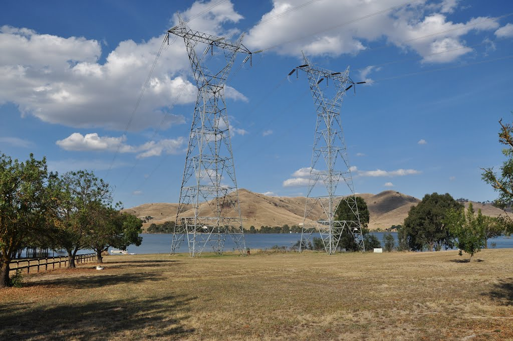 The famous powerlines of Bonnie Doon