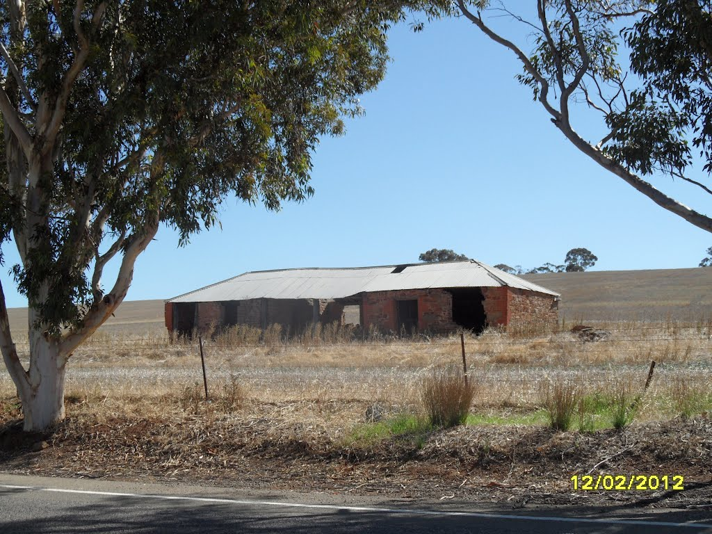 Very Old collapsing Farm House in Paddock along the Main North Road near Undalya, on 12-02-2012
