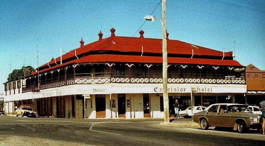 Australia - Queensland - Charters Towers - Excelsior Hotel & Pub - 1980 ... which burnt down in 1995. Now restored Excelsior Library