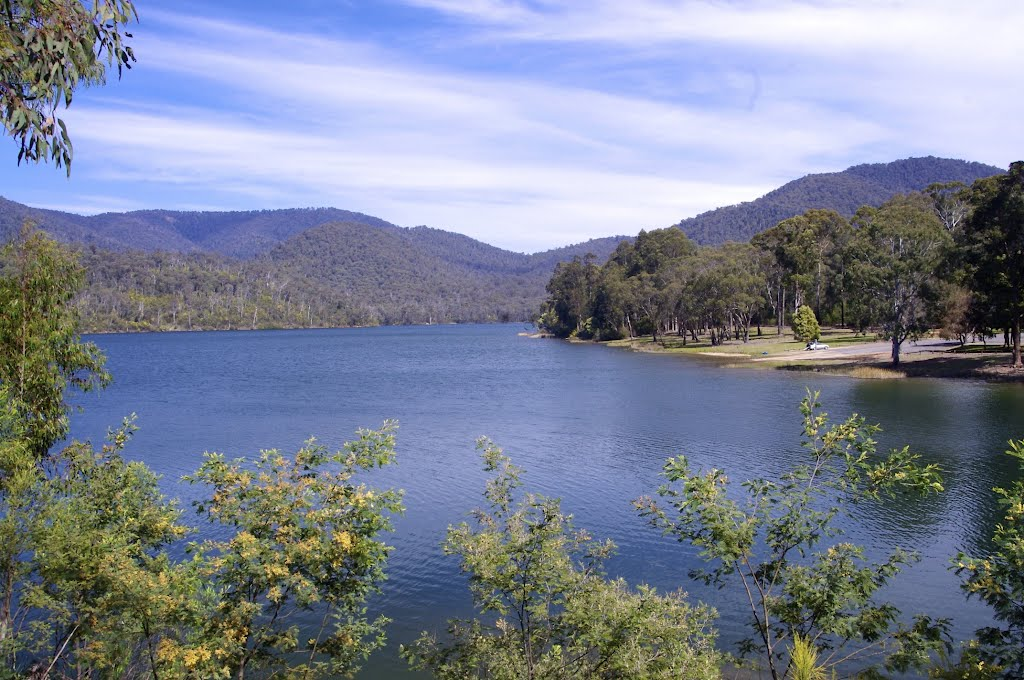 Looking south at William Hovell dam