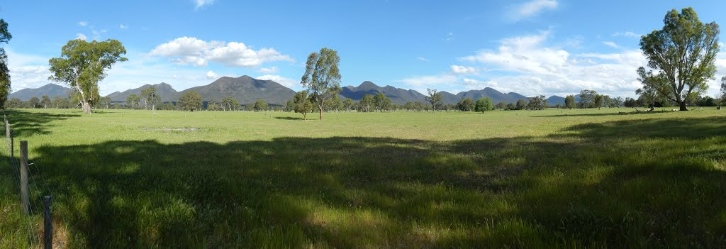 grampians panorama from victoria valley rd