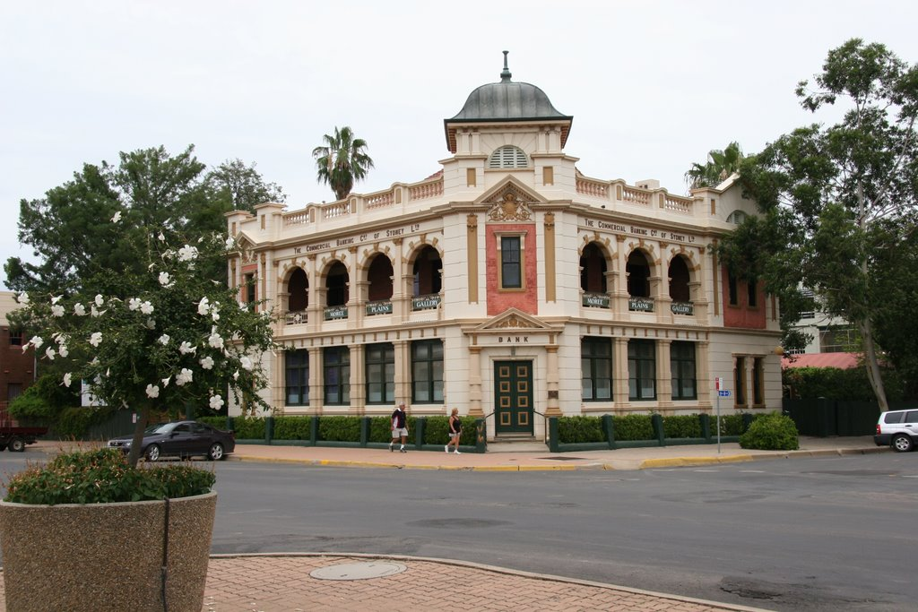 Moree Plains Gallery, Moree, NSW (formerly a bank)