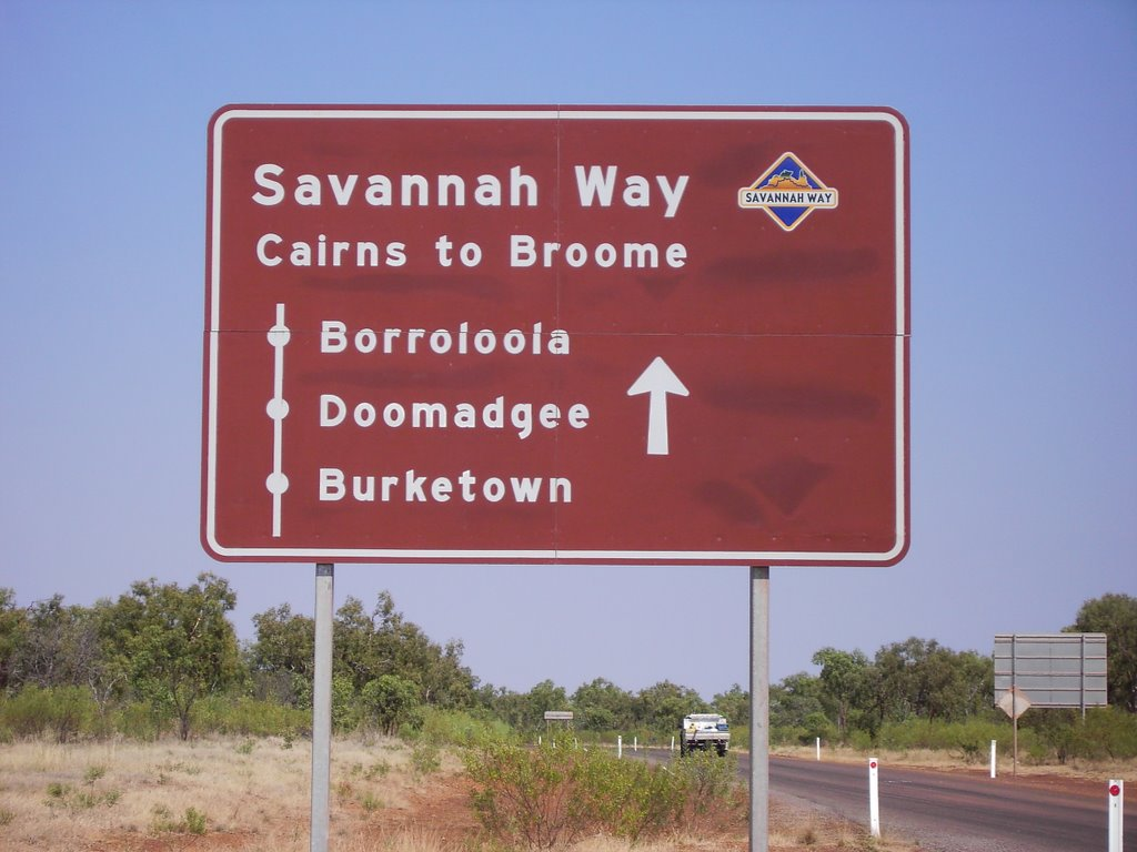 Turn off to Savannah Way