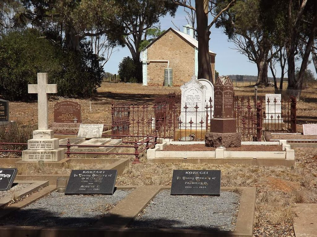 Cemetery at the rear of the former Former Hamilton Uniting Church