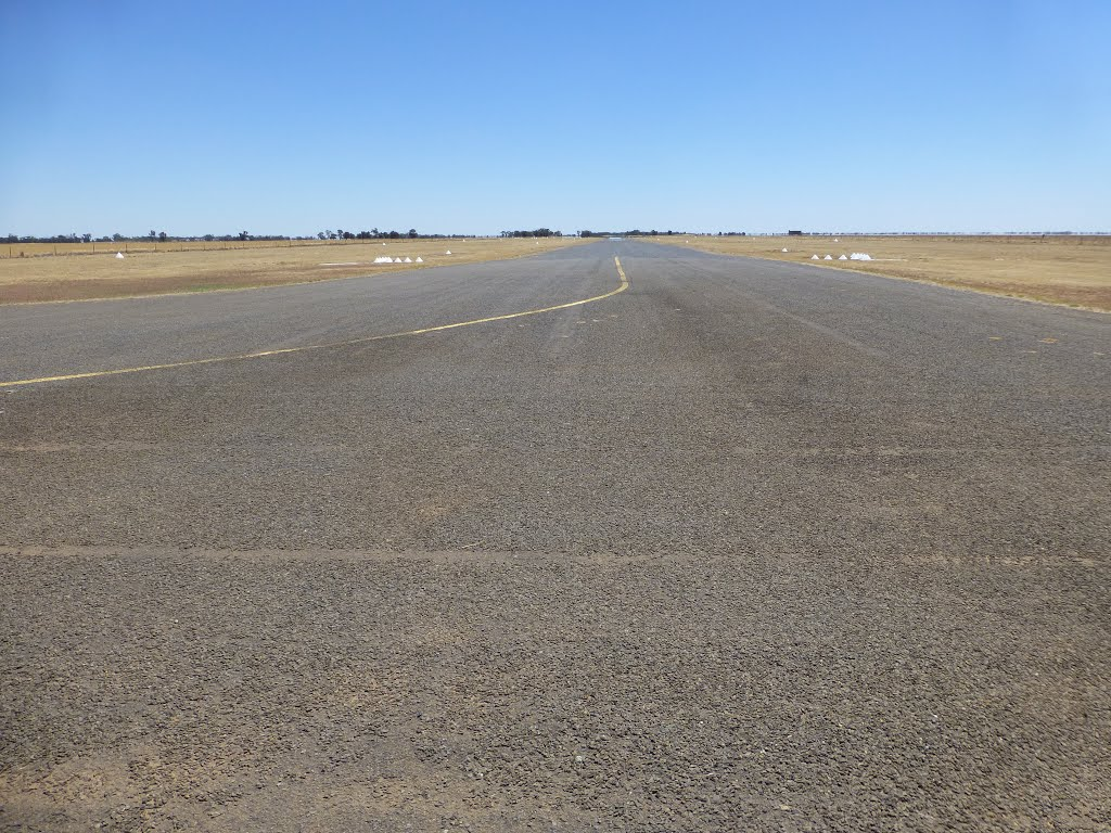 Wycheproof Airport Runway 01 - Lookimg North