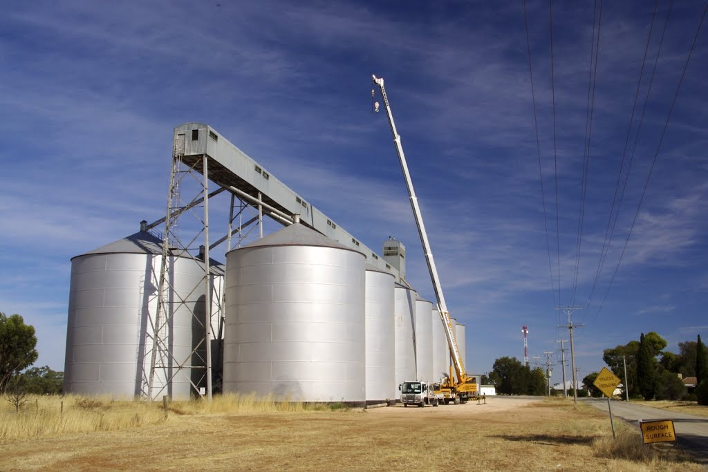 These silos are huge: compare them with the crane next to them