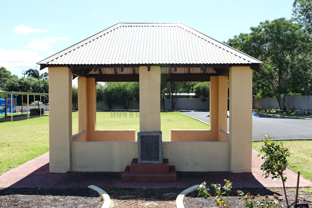Roelands - War Memorial