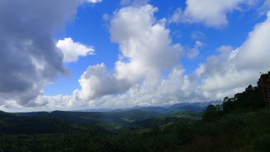 Numinbah valley; view to the ranges;