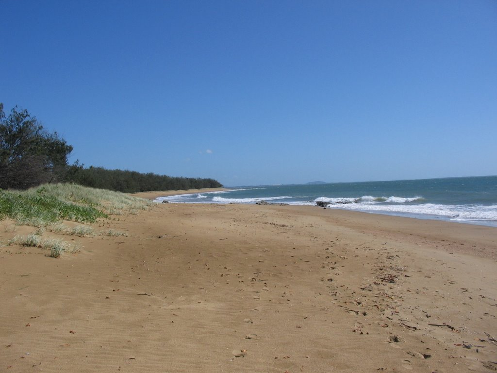 Looking north on the Tannum Sands Main Beach